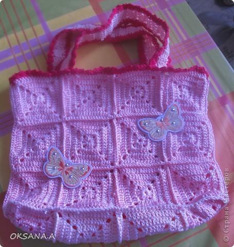 Вот такую сумку из квадратов я связала для старшей дочки. Хочу сказать большое спасибо Ирине Голубке за то, что она вдохновила меня на вязание крючком. До этого я вязала только спицами.А благодаря такому замечательному конкурсу, я начала потихонечку осваивать крючек. Это моя первая работа. фото 1