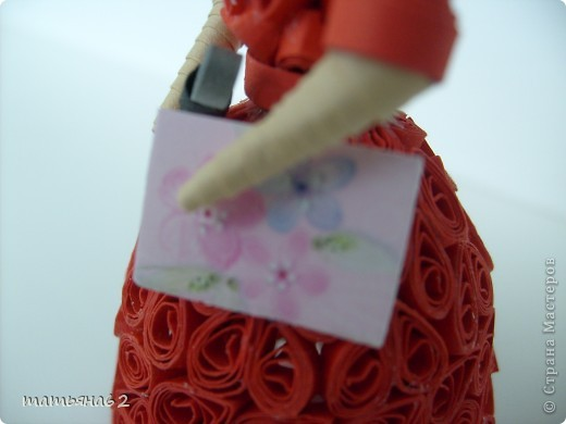 В благодарность нашей тамаде сделала куколку-тамаду квиллинговую. Очень долго мучалась с прической. Вот что получилось в результате. фото 4