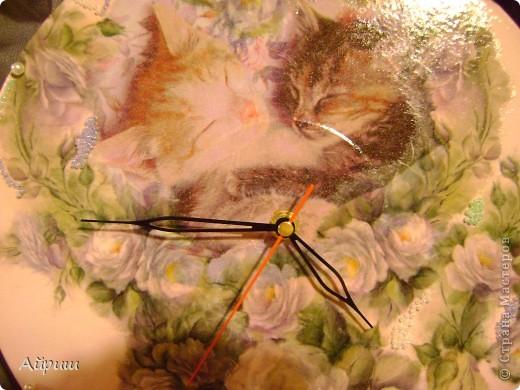 """Часы """"Спят усталые котятки"""".Виниловая пластинка,рисовая бумага,салфетка,краски акриловые,бисер,бусины,лак из балончика глянцевый,часовой механизм. фото 2"""