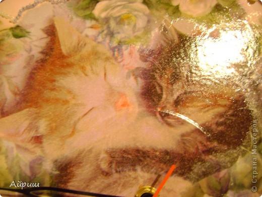"""Часы """"Спят усталые котятки"""".Виниловая пластинка,рисовая бумага,салфетка,краски акриловые,бисер,бусины,лак из балончика глянцевый,часовой механизм. фото 3"""