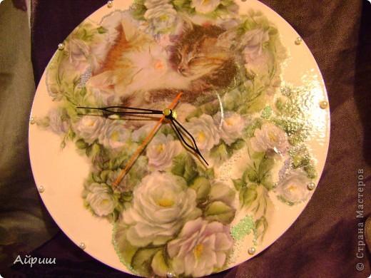 """Часы """"Спят усталые котятки"""".Виниловая пластинка,рисовая бумага,салфетка,краски акриловые,бисер,бусины,лак из балончика глянцевый,часовой механизм. фото 1"""