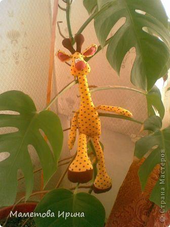 Давно хотела своему сынуле сделать жирафа, а вот еще и выкройку интересную нашла. фото 1