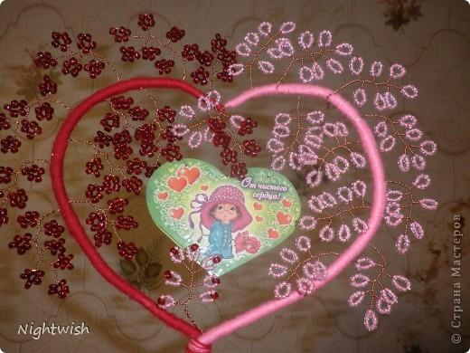 Моя первая работа в плетении бисером. Подарила мужу на День Св. Валентина в этом году. О-о-очень сильно намудрила с подставкой, просто все делалось 13-го в 11 часов вечера, и из того что было. фото 2