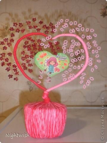 Моя первая работа в плетении бисером. Подарила мужу на День Св. Валентина в этом году. О-о-очень сильно намудрила с подставкой, просто все делалось 13-го в 11 часов вечера, и из того что было. фото 1