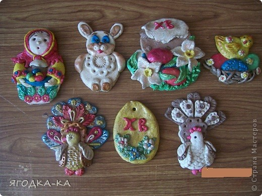 Это работы ребятишек из кружка, который я вела. Сделаны они из цветного теста. Бабочка и вазочка с букетом. фото 3