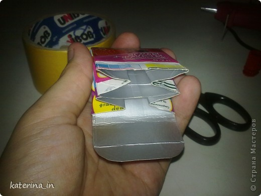 У меня недавно образовалась проблема:нужно было уйти из дома до времени принятия витаминов!То есть нужно было взять их с собой,либо положив их в маленький пакетик с замочком(которого у меня не оказалось),либо тащить все коробки и тубы с собой.Что я и сделала... фото 8