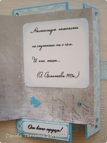 Открытка рождена восхищением картиной Екатерины Коробчук http://stranamasterov.ru/node/169023?c=favorite  Картина настолько совершенна, что просто не смогла ничего добавить на передний план открытки. Поэтому просто добавила тканевые падающие лепески цветов, наклеив их на лепески нарисованные Екатериной, и немного страз  фото 2