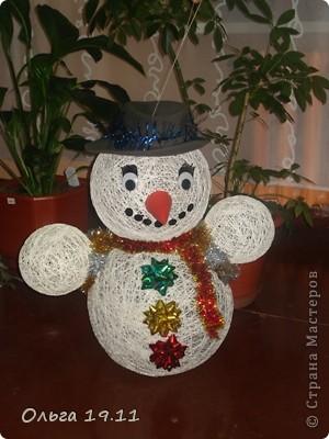 Снеговик из ниток и воздушных шаров на Новый год  фото 1