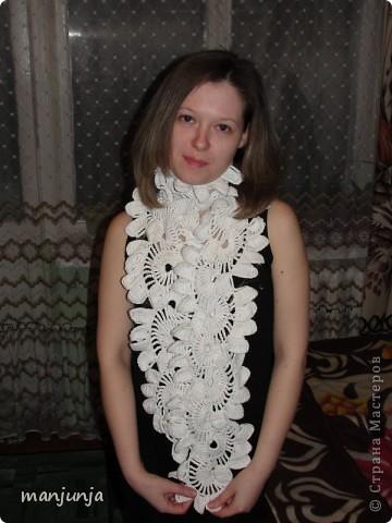1. Давно хотела связать себе что-нибудь ексклюзивненькое, наконец решилась...Так что ето моя первая попытка связать вещи крючком---вот такой вот шарфик и митенки к нему))) фото 2