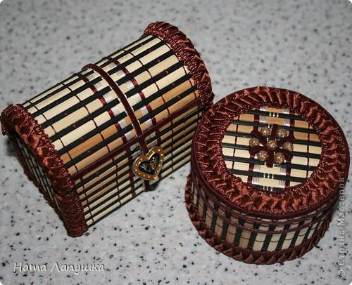 Эти шкатулочки были сделаны из остатков трёх бамбуковых салфеток, которые остались от предыдущих работ. Они получились маленькими (мелочи удобно хранить).  фото 1