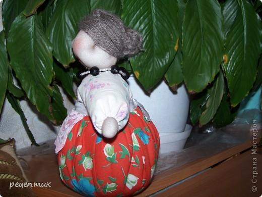 Продолжаю учиться у наших мастериц. Это моя Трындычиха, немного неказиста, но в нашей семье её полюбили. фото 2