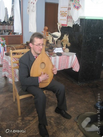 Оленька рассказывает гостям о своих работах  Фото маленькое, случайно нашли в интернете!!!! фото 6