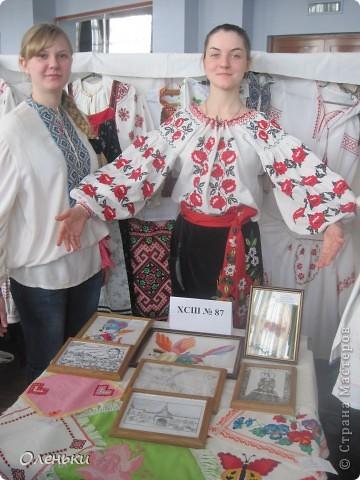 Оленька рассказывает гостям о своих работах  Фото маленькое, случайно нашли в интернете!!!! фото 7