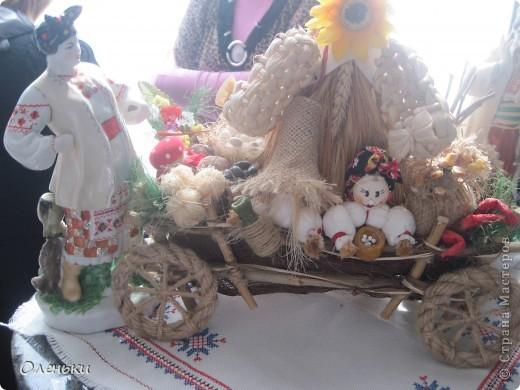 Оленька рассказывает гостям о своих работах  Фото маленькое, случайно нашли в интернете!!!! фото 11