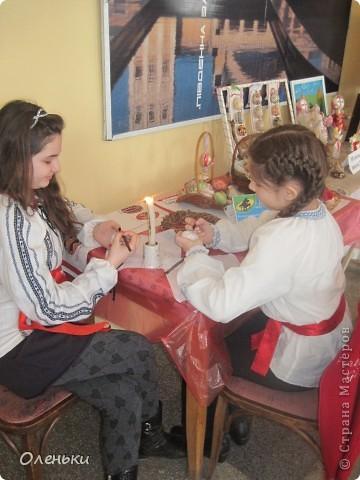 Оленька рассказывает гостям о своих работах  Фото маленькое, случайно нашли в интернете!!!! фото 8