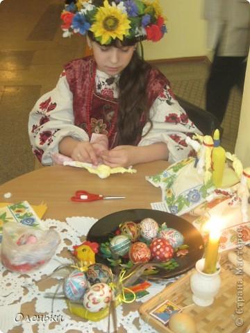 Оленька рассказывает гостям о своих работах  Фото маленькое, случайно нашли в интернете!!!! фото 5