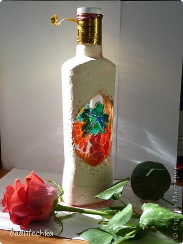 Роза с виолой.Эту 4-х гранную бутылку можно использовать в  качестве вазочки для одного цветка. фото 5