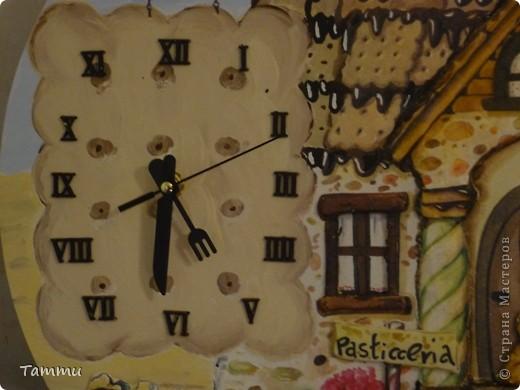 """6 часов работы в студии """"Милое дело"""" и результат на лицо. Часы выполнены в технике объемного итальянского живописного декупажа. фото 2"""