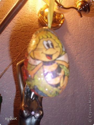 первый раз делали декупаж, решили так украсить яйца.Отсвечивает простите за качество фотографий!!!!!!!!!!!!!!! фото 2