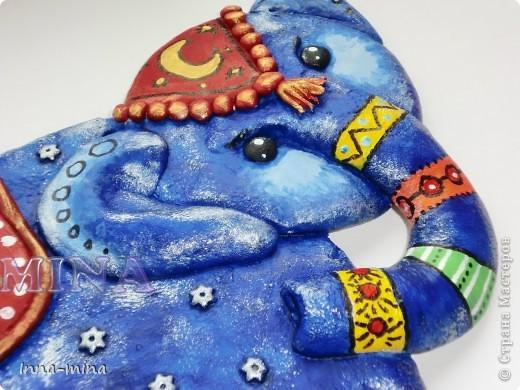 Дверца в страну сновидений. Слон - символ мудрости и жизненного опыта. Он охраняет наши сны от вторжения кошмаров, пряча заветную дверцу под покровом синего бархата ночи...  фото 2