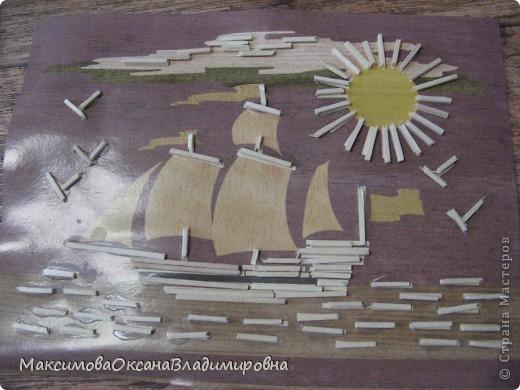 Работа выполнена из окрашеных кукурузных палочек.Склеиваются просто водой. фото 4