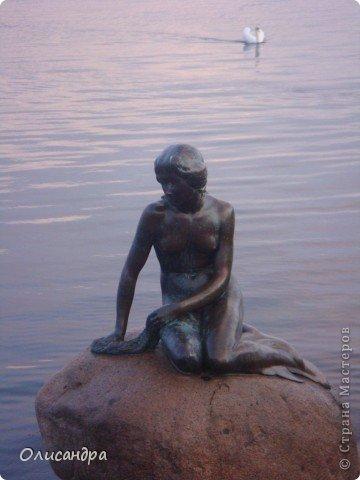Решила продолжить серию фоторепортажей, посвященных разным городам...  Начало здесь...   http://stranamasterov.ru/blog/34319/292 ********************************************* Копенгаген-это один из старейших  и самых больших городов Дании ( 500 тыс.жителей), а также самая тихая и умиротворенная столица в Европе.  Мы успели в этом убедиться за несколько часов, проведенных в этом приятном городе...Но , к сожалению, увидели очень мало...   фото 24