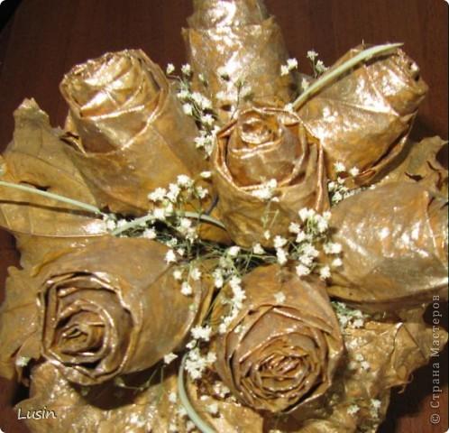 Розы из кленовых листьев фото 4