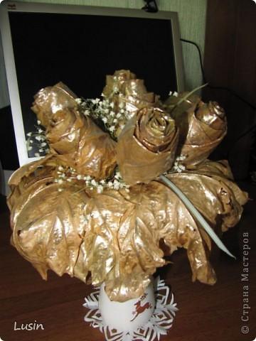 Розы из кленовых листьев фото 5
