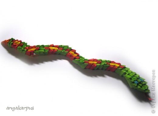 Вот и Катюшина змея, а точнее - змейка. На работу ее вдохновил Еремеев Николай и его фото сессия http://stranamasterov.ru/node/156764. фото 1