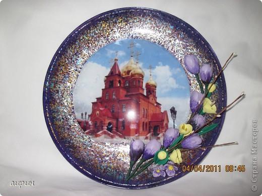 Это храм Сергия Радонежского, который находится у нас, на Кубани.Решила воспользорваться фото для декупажа.ХФ ( самовар)- цветы. Всё просто.Но мне не понравилось.И фото  не очень, и тарелка не вытерта как следует. фото 1