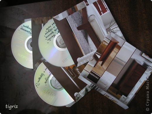 Вот такие конвертики (коробочки) для дисков с мультяшками у меня получились из журналов. фото 1