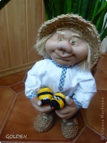 Зовут меня Петровичем! Занимаюсь домом, есть хозяйство: развожу пчелок, собираю медок))) фото 1