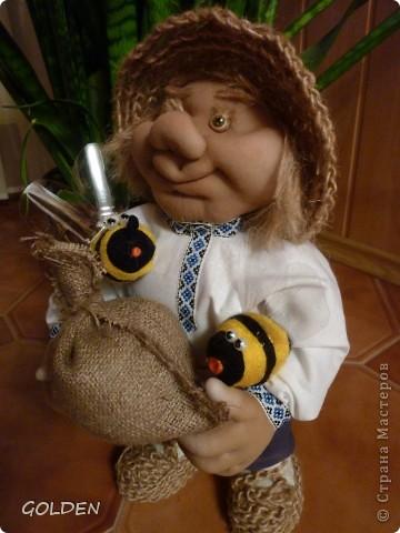 Зовут меня Петровичем! Занимаюсь домом, есть хозяйство: развожу пчелок, собираю медок))) фото 10