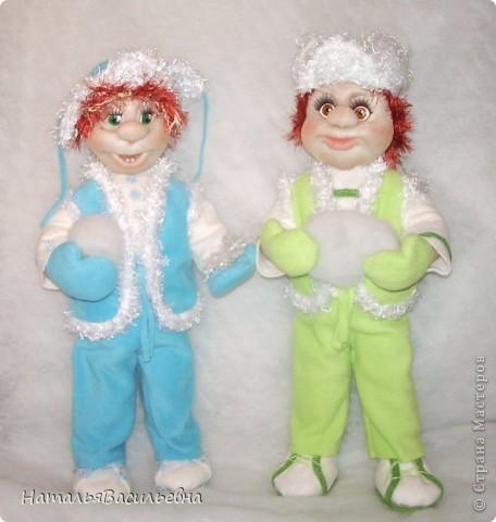 Пашка и Сашка решили слепить снеговика фото 1