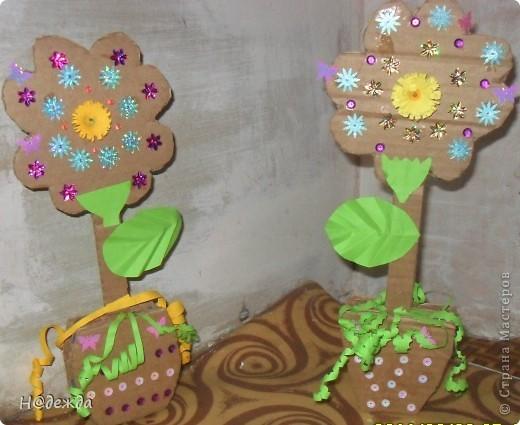 Вот такие цветы сделала моя дочка еще на 8 марта, просто фото оставили у бабушки... Выкладываю сейчас. У нас как раз снег сошел птички поют, природа просыпается, а вам от моей дочурки первые цветочки... С Весной всех!!! фото 1