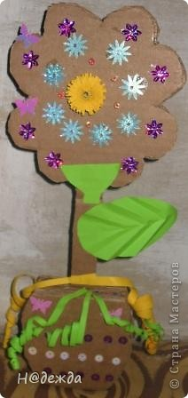 Вот такие цветы сделала моя дочка еще на 8 марта, просто фото оставили у бабушки... Выкладываю сейчас. У нас как раз снег сошел птички поют, природа просыпается, а вам от моей дочурки первые цветочки... С Весной всех!!! фото 2