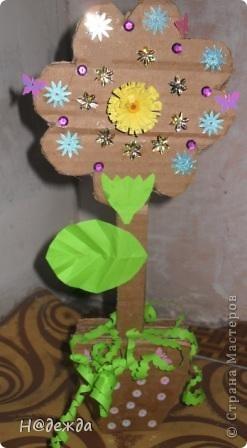 Вот такие цветы сделала моя дочка еще на 8 марта, просто фото оставили у бабушки... Выкладываю сейчас. У нас как раз снег сошел птички поют, природа просыпается, а вам от моей дочурки первые цветочки... С Весной всех!!! фото 3