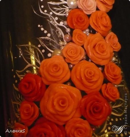 Вот собственно и сама ваза. К сожалению, цвета на фото переданы не совсем верно.. более нежные оттенки получились, а тут такие насыщенно-морковные..  Ваза сделана в подарок любимой свекрови. Уже подарена и именинница в полном восторге :) Теперь представляю на ваш суд: фото 3