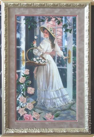 """""""Девушка с розами"""" выполнена в технике частичной вышивки, т.е. прошиваются различными стежками детали и создается объемное изображение. фото 1"""