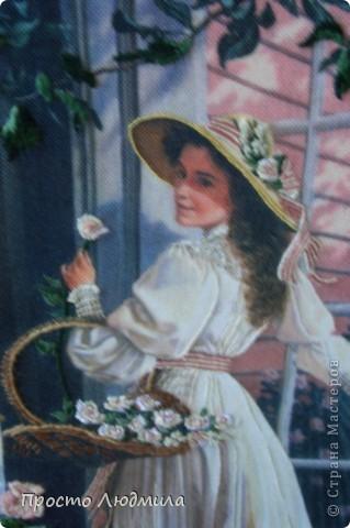 """""""Девушка с розами"""" выполнена в технике частичной вышивки, т.е. прошиваются различными стежками детали и создается объемное изображение. фото 2"""
