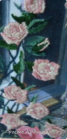 """""""Девушка с розами"""" выполнена в технике частичной вышивки, т.е. прошиваются различными стежками детали и создается объемное изображение. фото 4"""