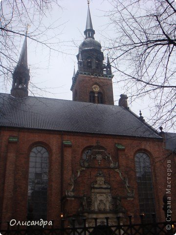 Решила продолжить серию фоторепортажей, посвященных разным городам...  Начало здесь...   http://stranamasterov.ru/blog/34319/292 ********************************************* Копенгаген-это один из старейших  и самых больших городов Дании ( 500 тыс.жителей), а также самая тихая и умиротворенная столица в Европе.  Мы успели в этом убедиться за несколько часов, проведенных в этом приятном городе...Но , к сожалению, увидели очень мало...   фото 15