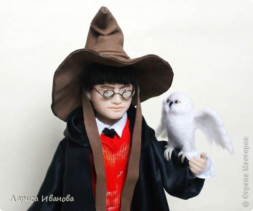 Я Вам признаюсь, что очень люблю читать книги писательницы Дж. К. Роулинг о Гарри Поттере))). Но эту куклу делала не для себя, а для сына своей кумы - он очень большой поклонник этого персонажа. Гарри переедет к нему жить на День Рождения) фото 1