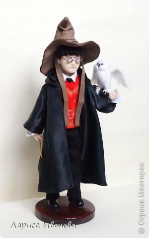 Я Вам признаюсь, что очень люблю читать книги писательницы Дж. К. Роулинг о Гарри Поттере))). Но эту куклу делала не для себя, а для сына своей кумы - он очень большой поклонник этого персонажа. Гарри переедет к нему жить на День Рождения) фото 2