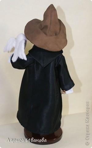 Я Вам признаюсь, что очень люблю читать книги писательницы Дж. К. Роулинг о Гарри Поттере))). Но эту куклу делала не для себя, а для сына своей кумы - он очень большой поклонник этого персонажа. Гарри переедет к нему жить на День Рождения) фото 7