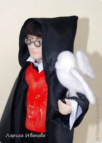 Я Вам признаюсь, что очень люблю читать книги писательницы Дж. К. Роулинг о Гарри Поттере))). Но эту куклу делала не для себя, а для сына своей кумы - он очень большой поклонник этого персонажа. Гарри переедет к нему жить на День Рождения) фото 10