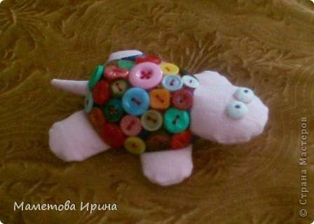 Мой сынулька очень любит пуговицы. Думала что же ему такого с ними сделать интересного, вот придумалась такая черепашка. фото 1