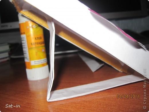 Для рамки нам понадобиться: 1.Картонная крышка с дыркой для фото 2.Белая бумага  3.Ножницы 5.ПВА клей 6.Карандаш 7.Клей карандаш 8.Ручка шариковая  9и10 .Хорошее настроение. фото 12