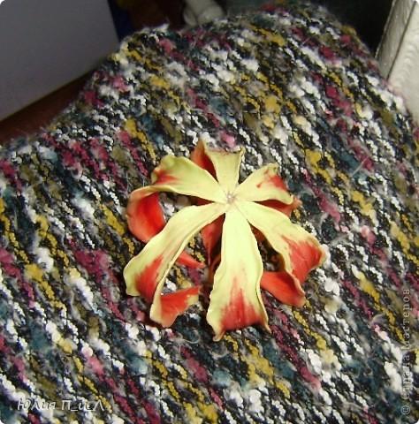 Вот такой чудо-остров у меня получился…Делала сотруднице на день рождения букетик, изначально не зная результата. Слепила что-то типа орхидей…А уж когда начала раздумывать как его оформить - все это и получилось. фото 16
