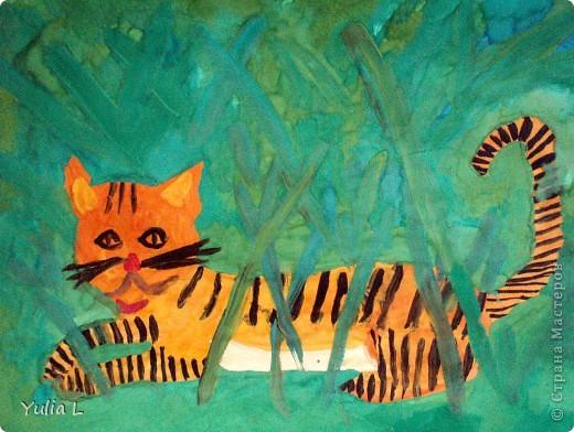 Вот уже полгода, как Анюта посещает художественную школу. Хочу представить всем заглянувшим небольшой фотоотчет.  Все работы А3 формата. Техники две - живопись и графика. Тигренок в траве. Гуашь. фото 1
